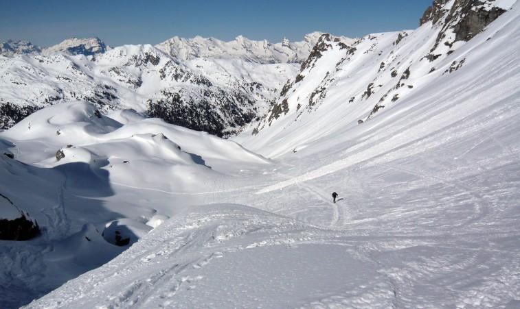 Na južných svahoch bolo hojne vypadaných lavín