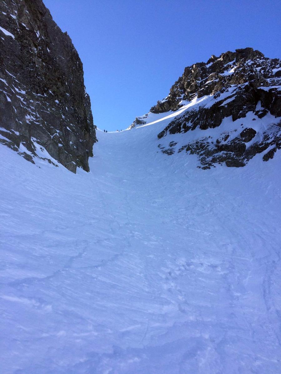 Horná časť žľabu z Baranieho sedla do Veľkej Zmrzlej doliny