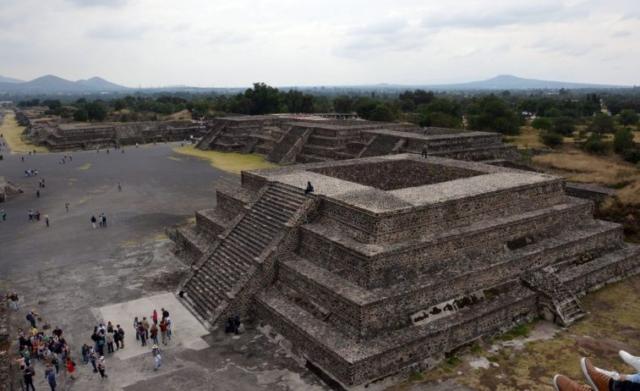 Teotihuacán – archeologické nálezisko spyramídami pri Mexico City