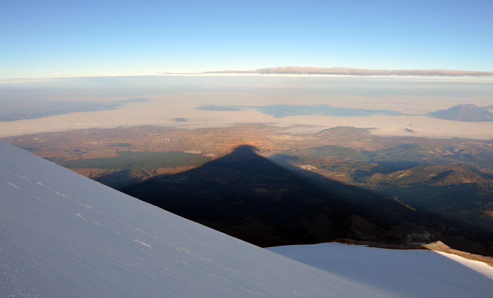 Zábery z výstupu na Pico de Orizaba 5640 m robila Janka Bežovská. Ja som sa sústreďovala na dýchanie avyberanie fotáku neprichádzalo do úvahy...