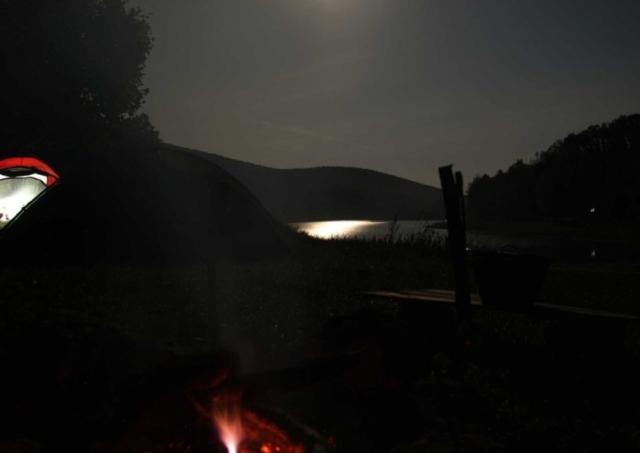 Priehrada Výtok, večer pri ohni
