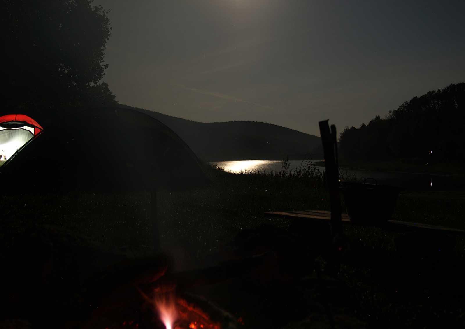 Priehrada Výtok, večer pri ohni (viac fotiek v galérii)