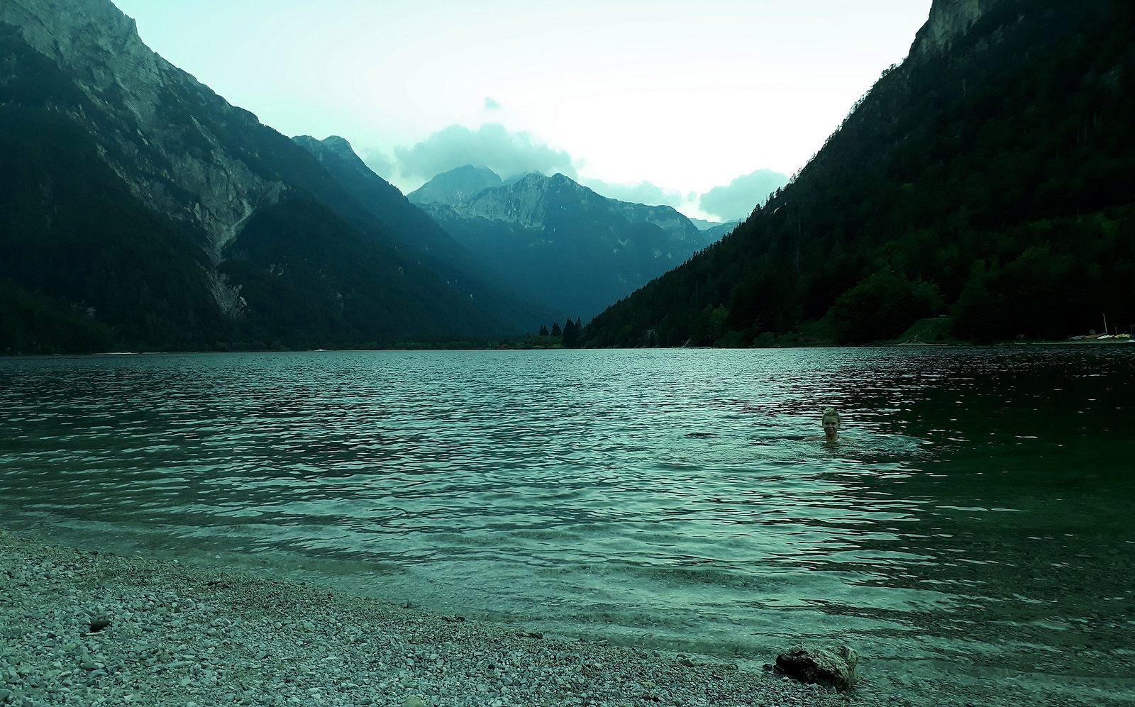 Večerné plávanie v Lago del Predil