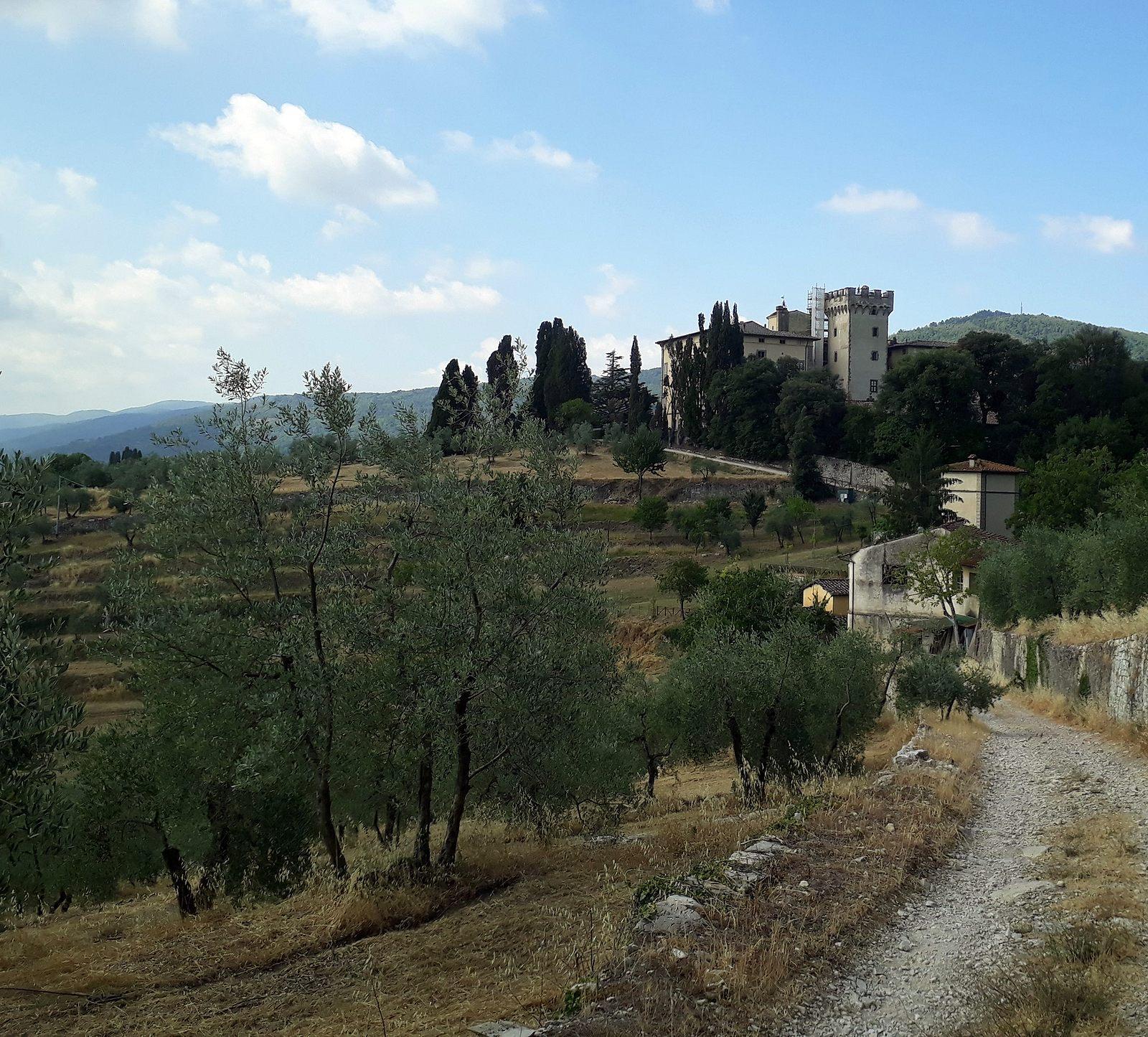 Šutrovité cestičky cez vinohrady a olivové háje (viac foto v galérii)