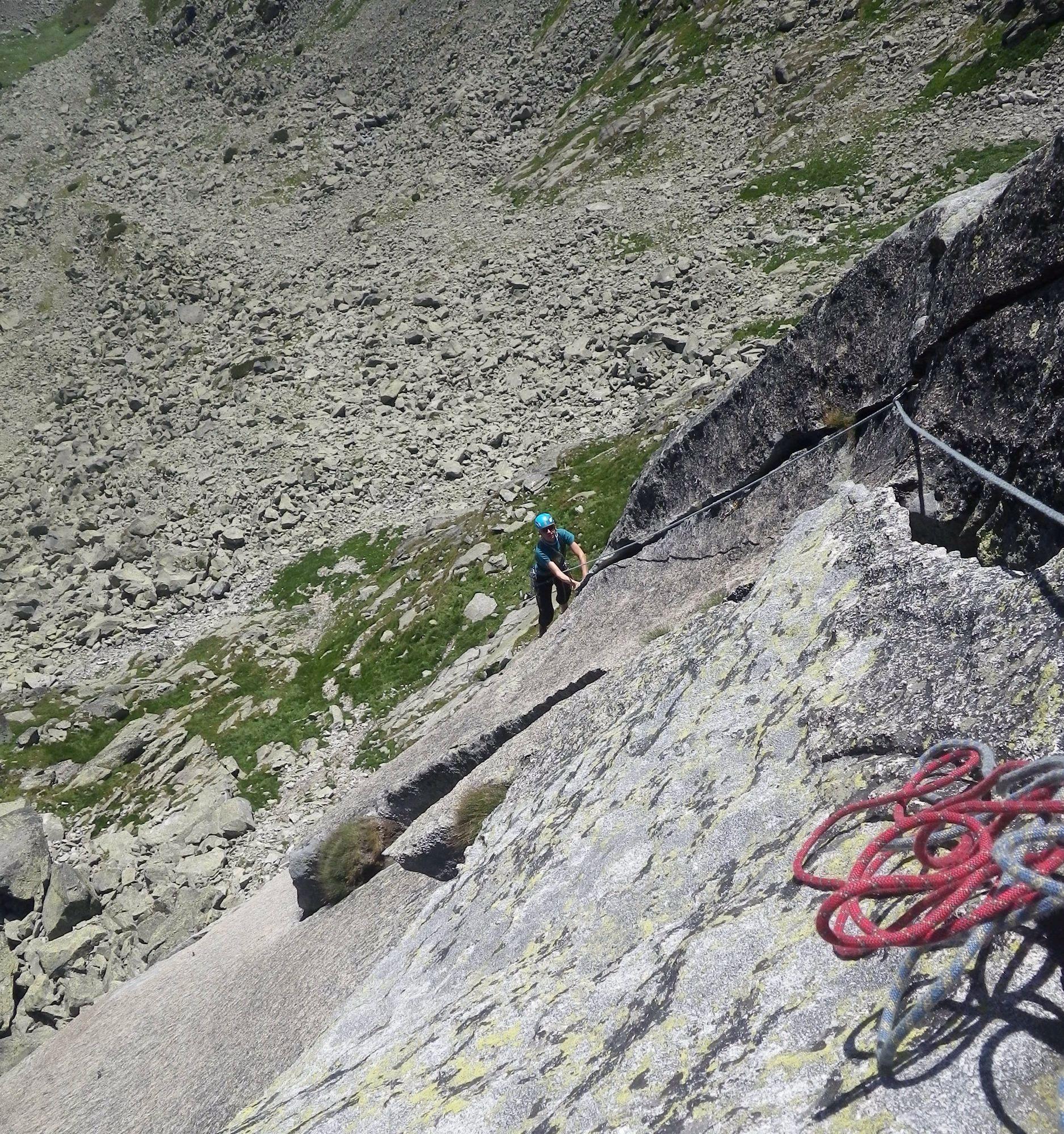 Puklina a platňa, zaujímavé lezenie