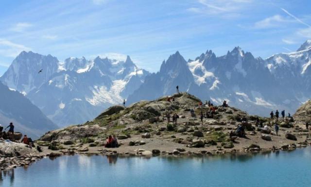 Zuby, vežičky a ľadovce na druhej strane doliny