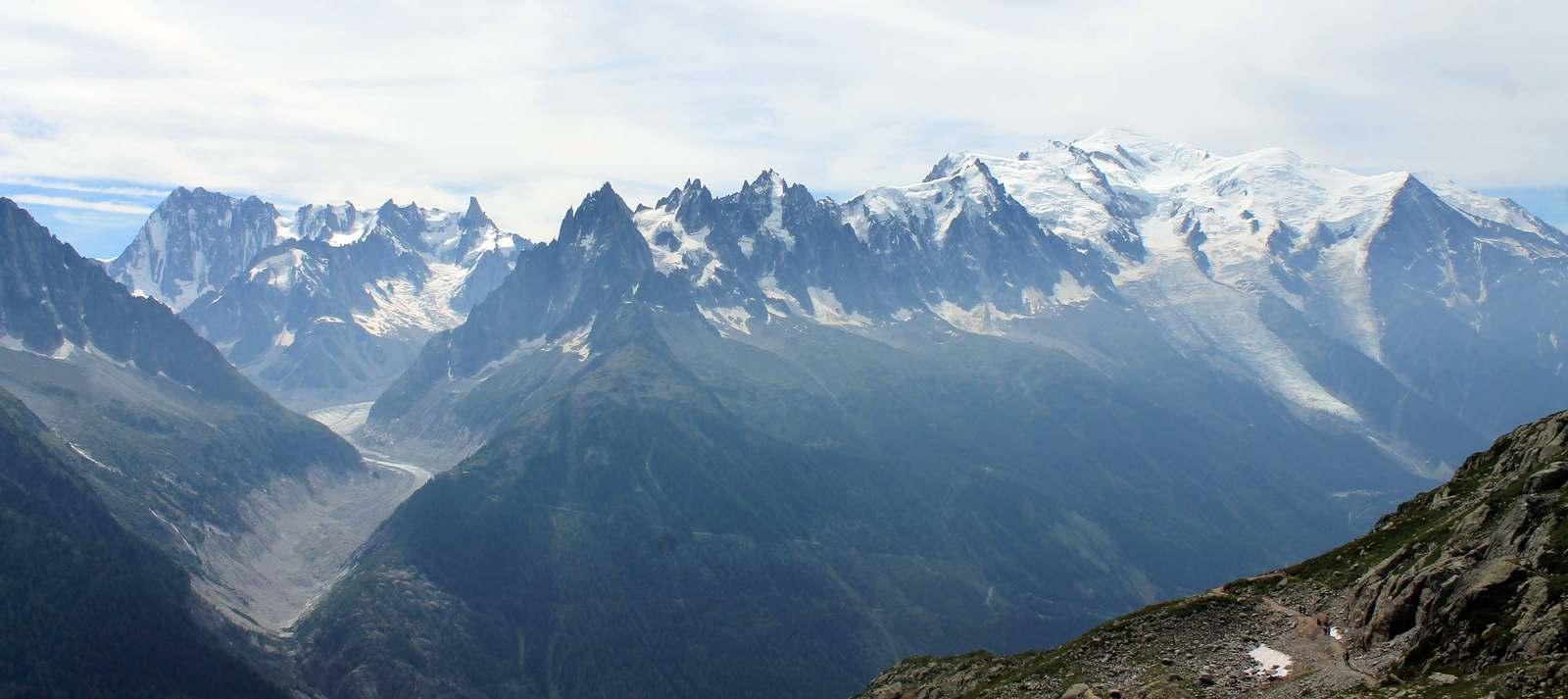 Celý horský masív nad Chamonix
