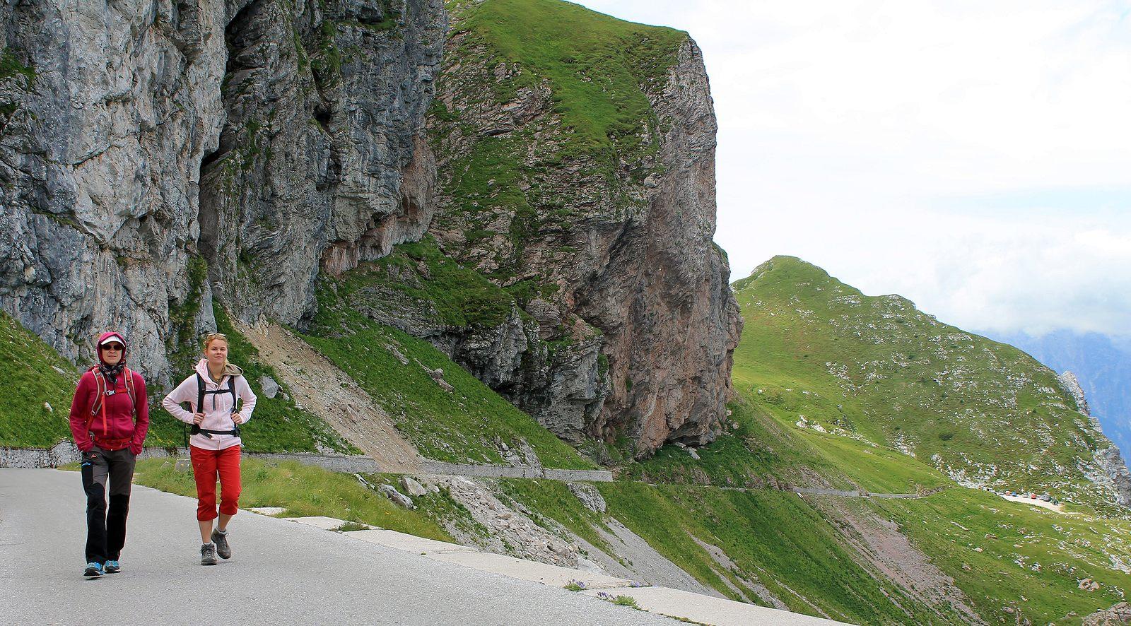 Mangartska cesta s malým závalom (viac foto v galérii)