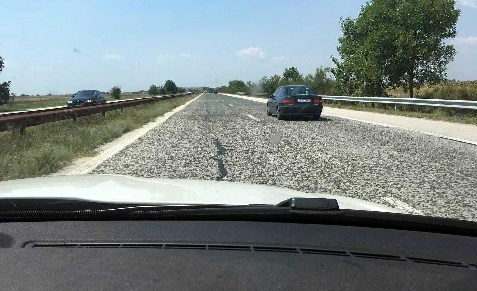 Niektoré úseky bulharskej (aj srbskej) diaľnice dajú tlmičom riadne zabrať