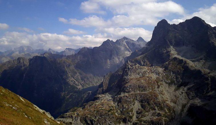 Pohľad na Czarny staw, Morskie oko, Rysy a Mnícha zo Szpiglasového sedla