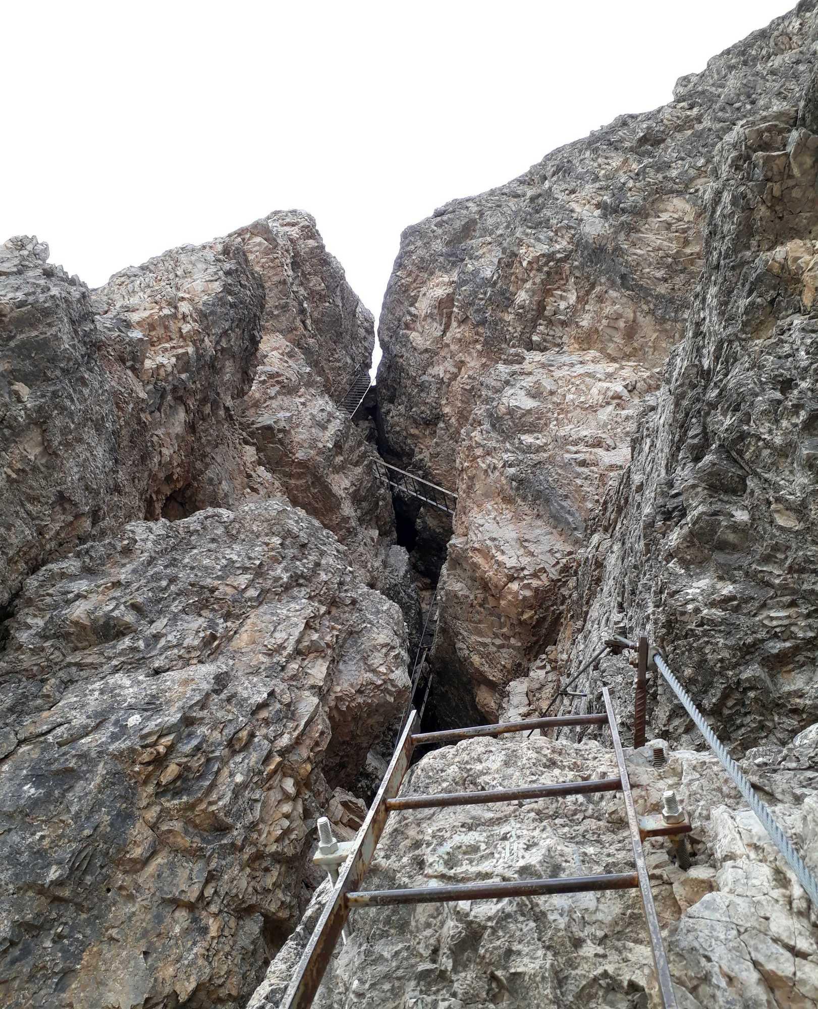 Sústava rebríkov v severnom komíne Torre di Toblin