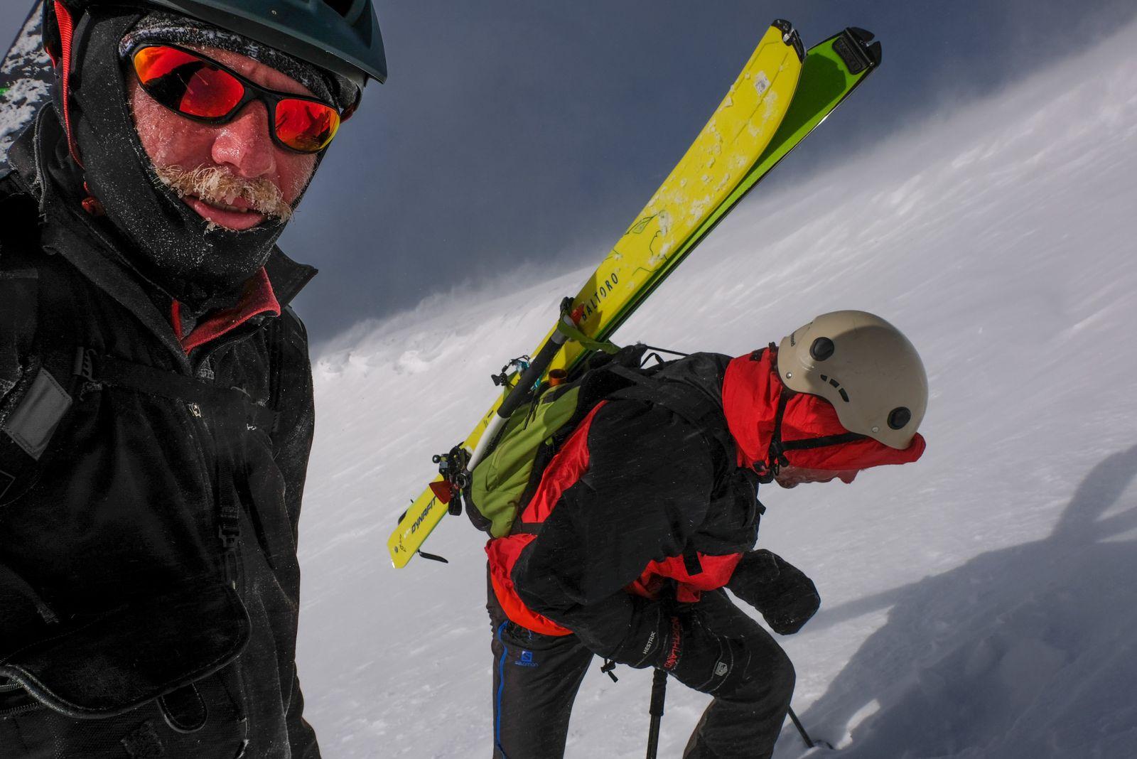 Vo víchrici 30 m pod vrcholom (foto Lukáš)