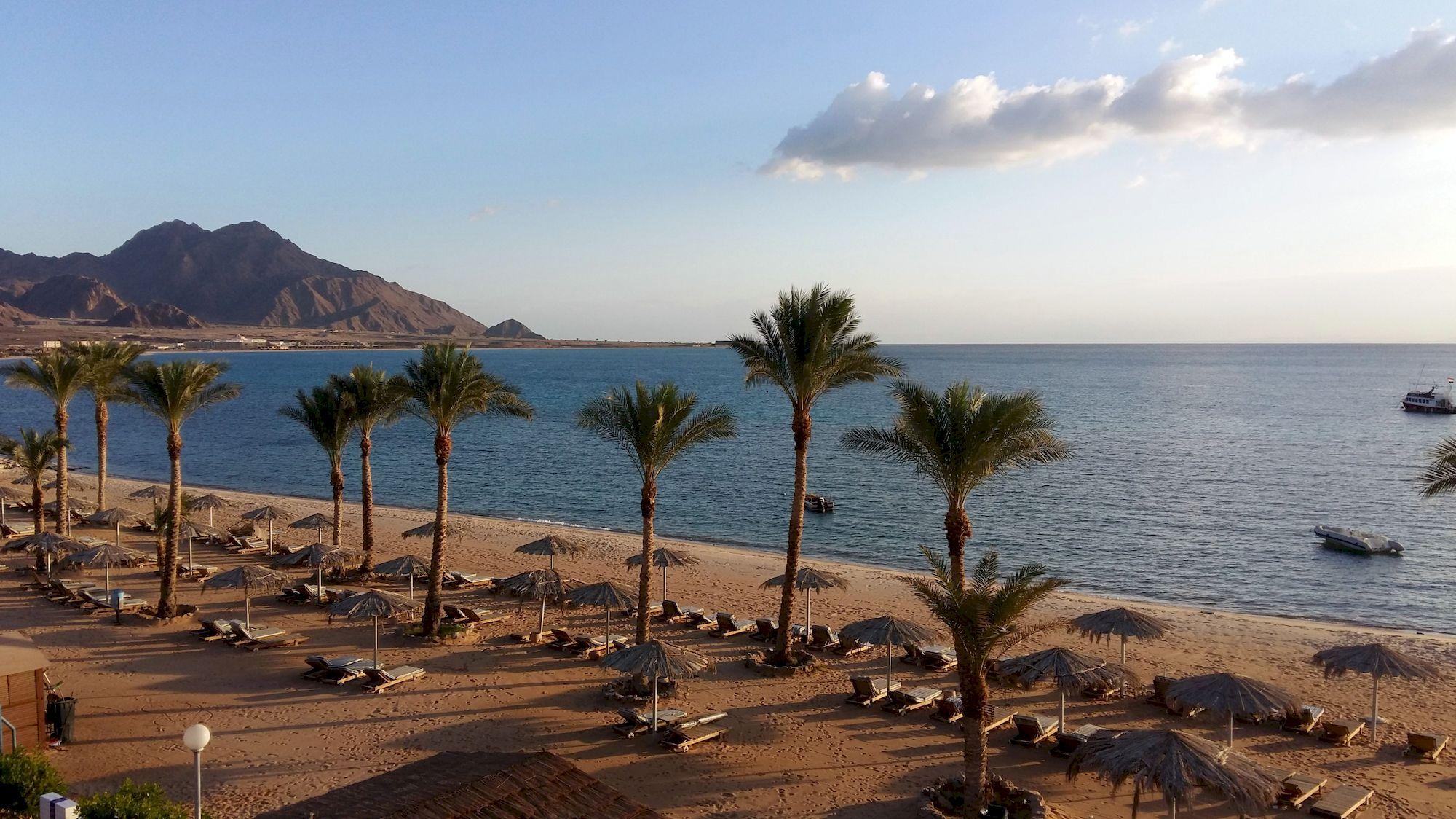 Hotelová pláž v Tabe