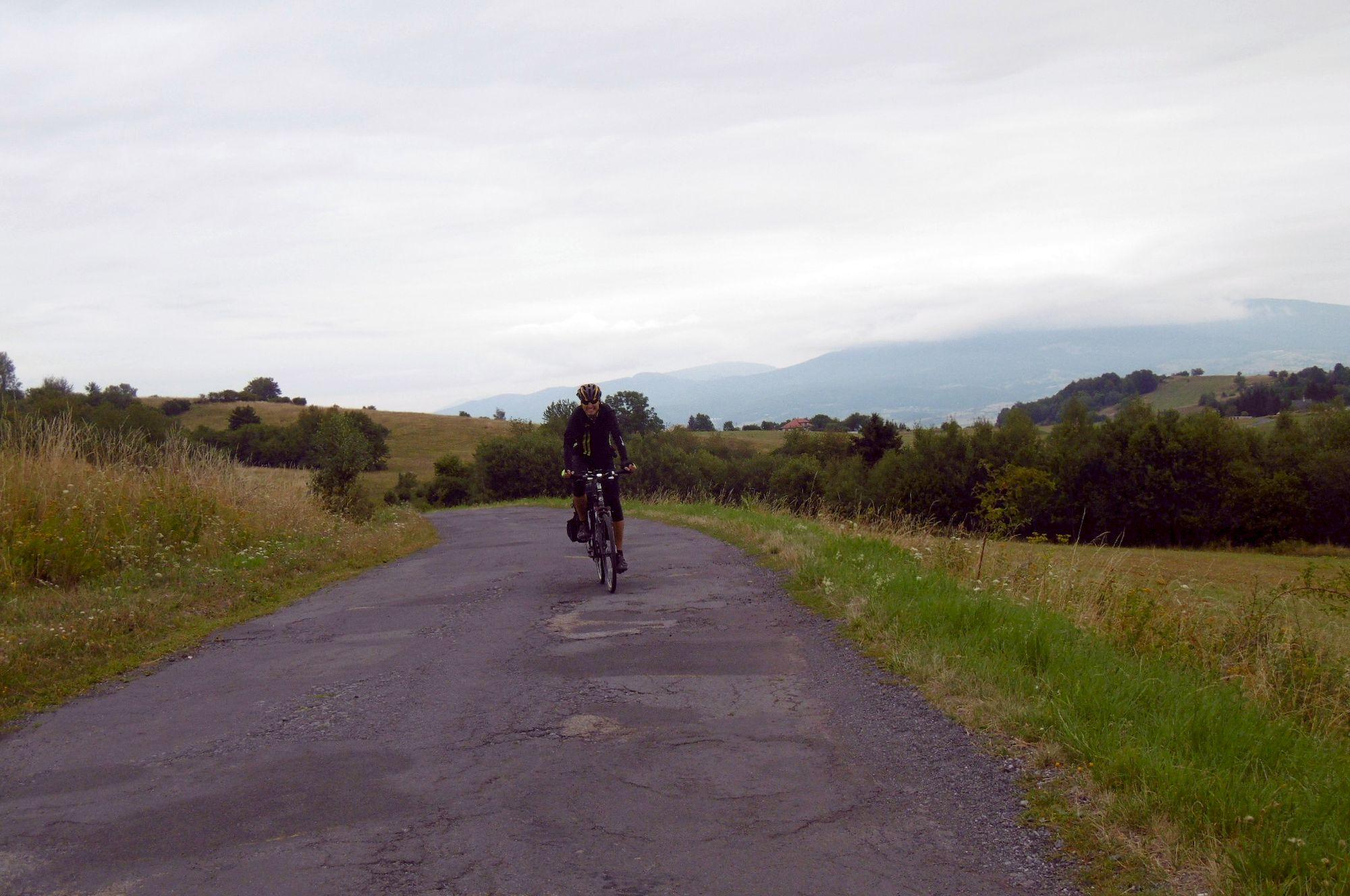 Cesta na lazoch v diaľke Poľana