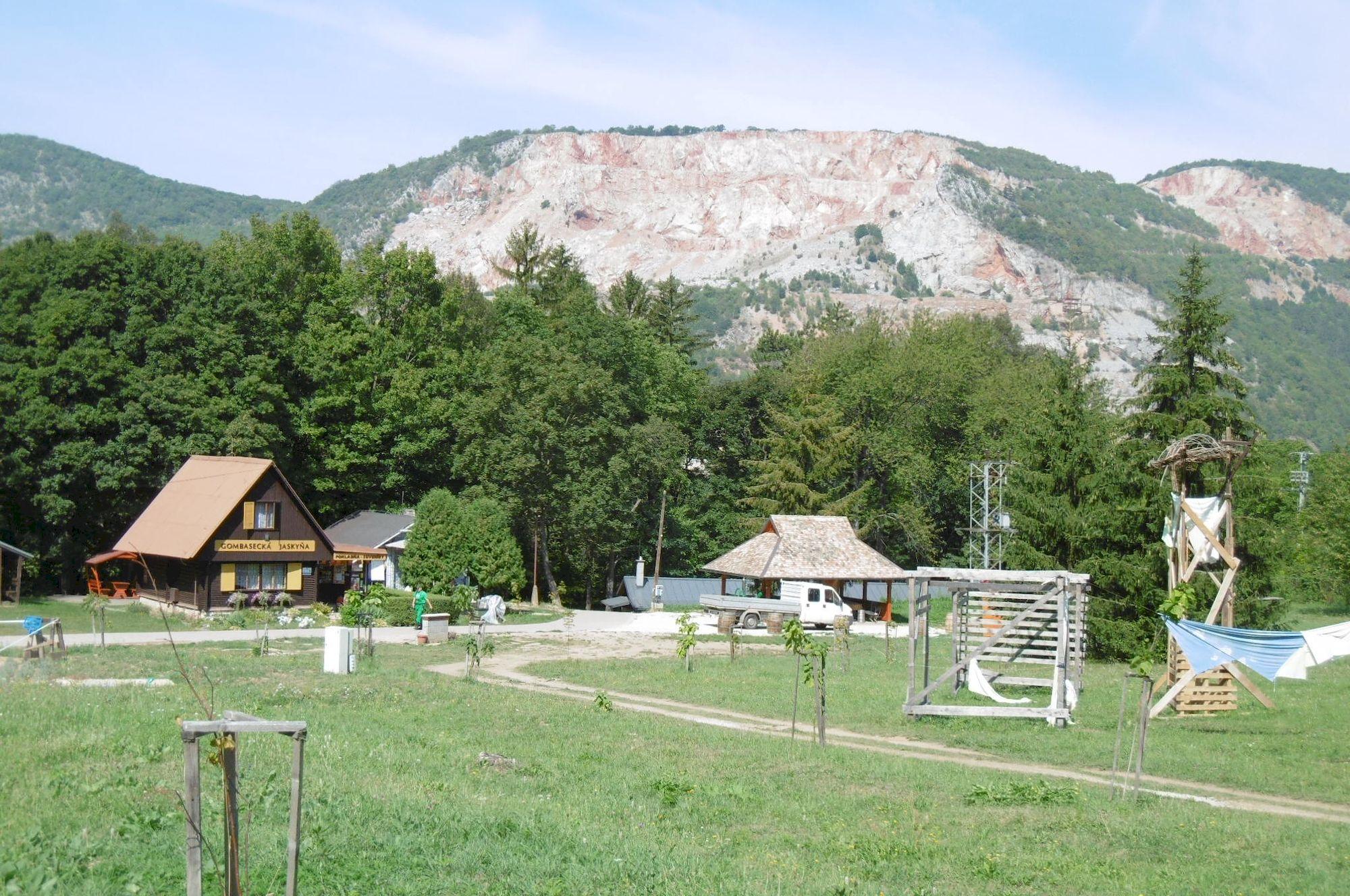 areál Gombaseckej jaskyne