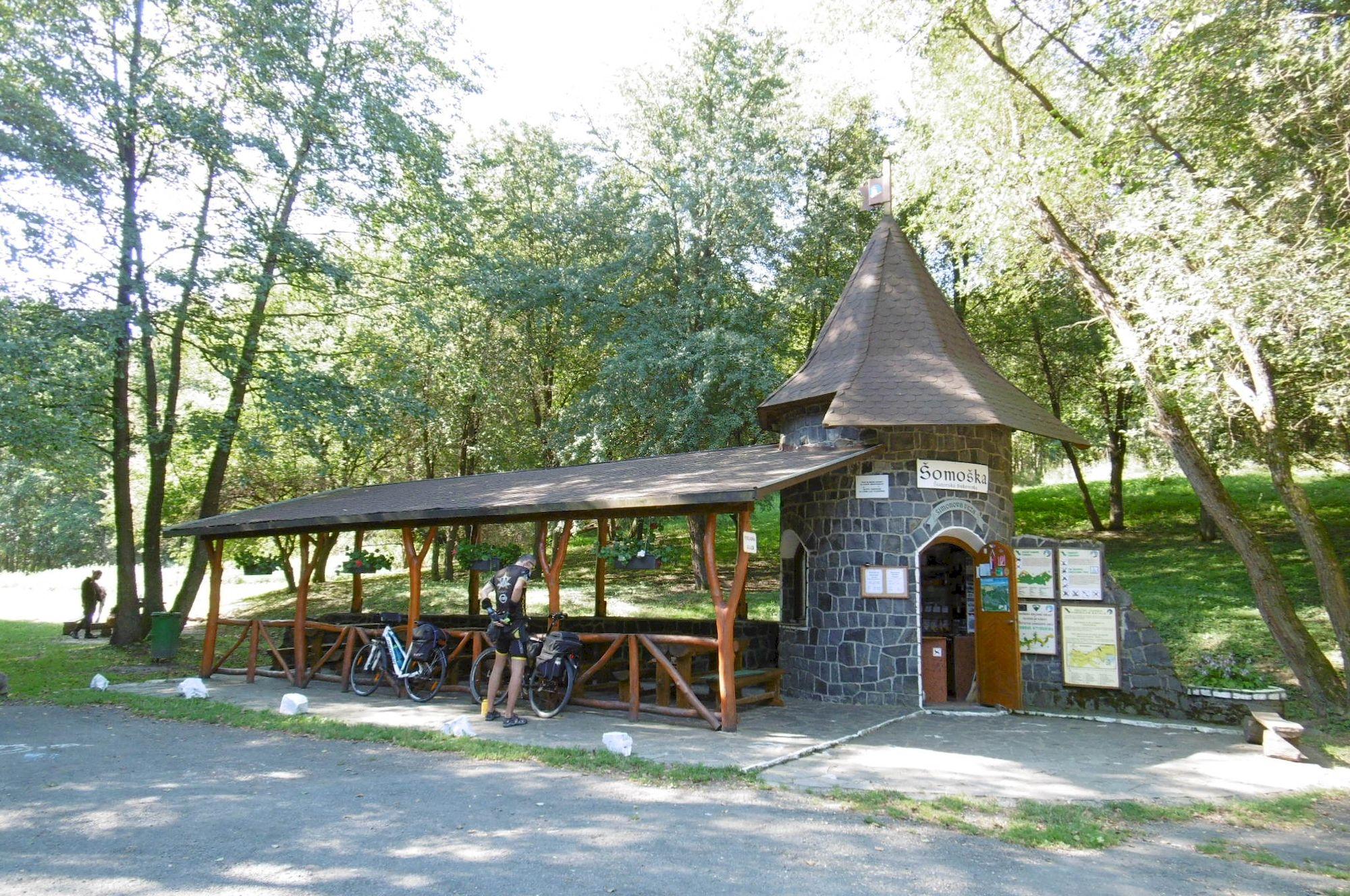 vstupný areál Šomoška – Šimonova veža