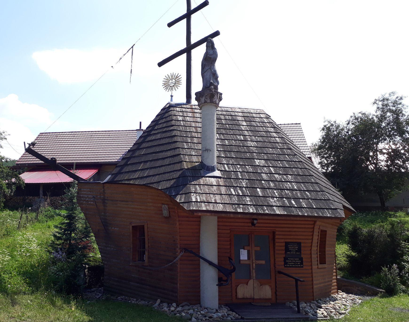 11 Bizarná kaplnka v Kozelníku