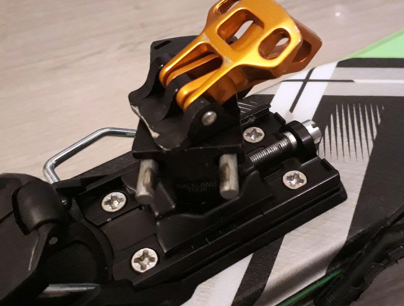 Unikátne riešenie otáčavé piny preklápačky ostávajú na mieste