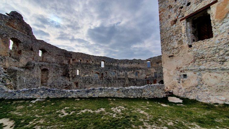 04 Topoľčiansky hrad