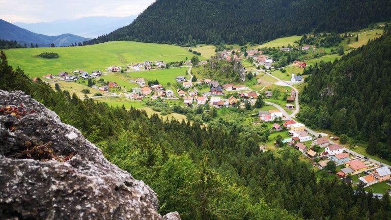 Komjatná skaly 4 výhľady z vrcholu skaliek