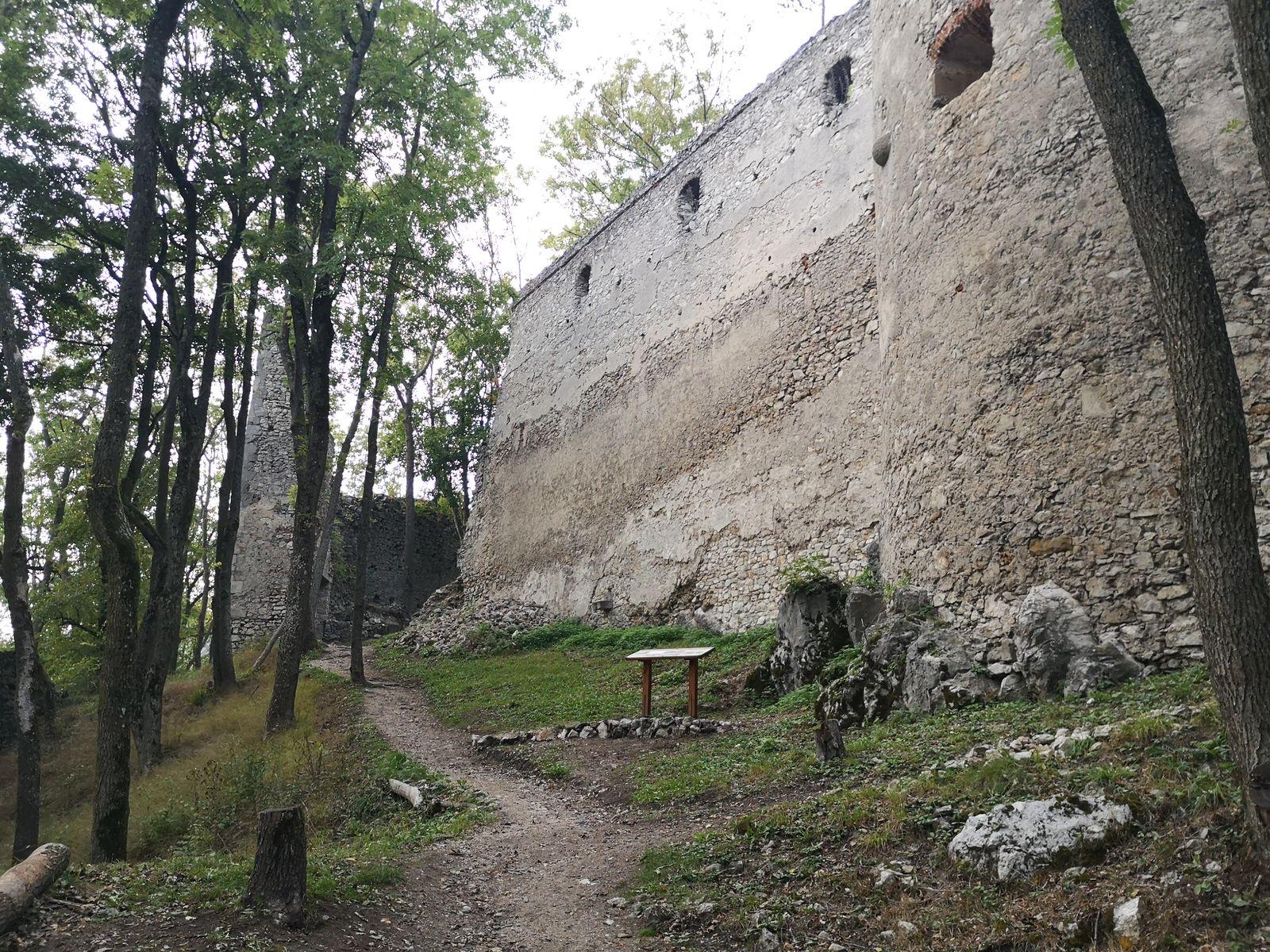 Dobra voda 9 hradný múr
